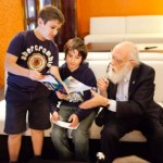 Randi signs autographs for young fans in Madrid